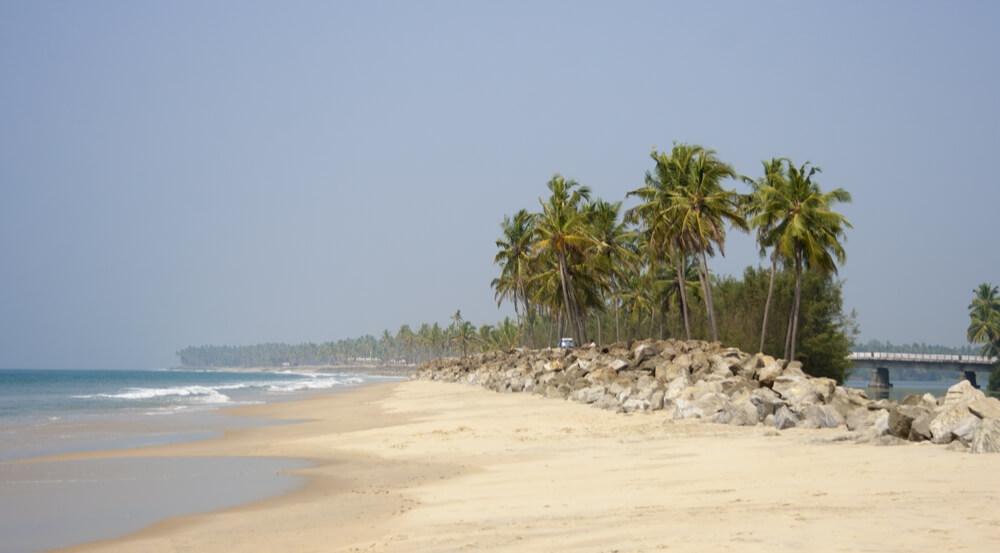 Wild Kappil beach. Varkala, Kerala, India