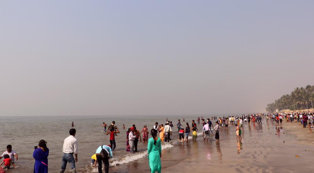 Indian crowd & tourist on popular Juhu Beach in Mumbai