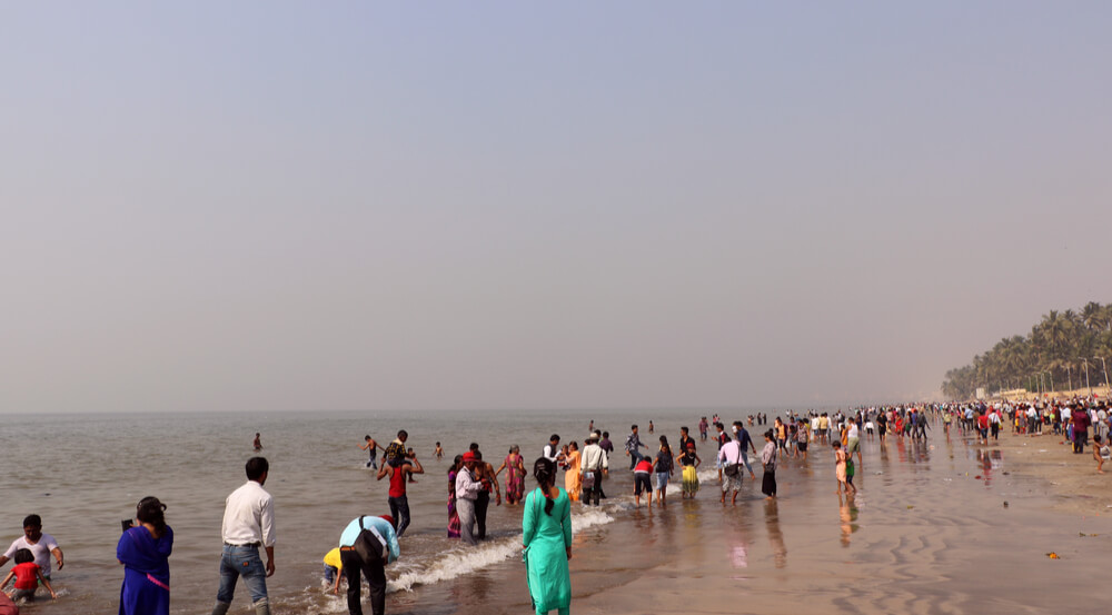 Indian crowd & tourist on popular Juhu Beach in Mumbai